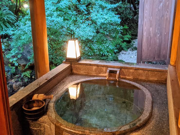 貸切風呂露天風呂 村杉石の湯