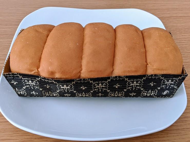 無塩パンをお皿に出してみました