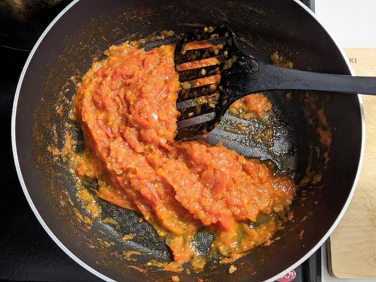 ここまで水分が飛んだらトマトソースの完成