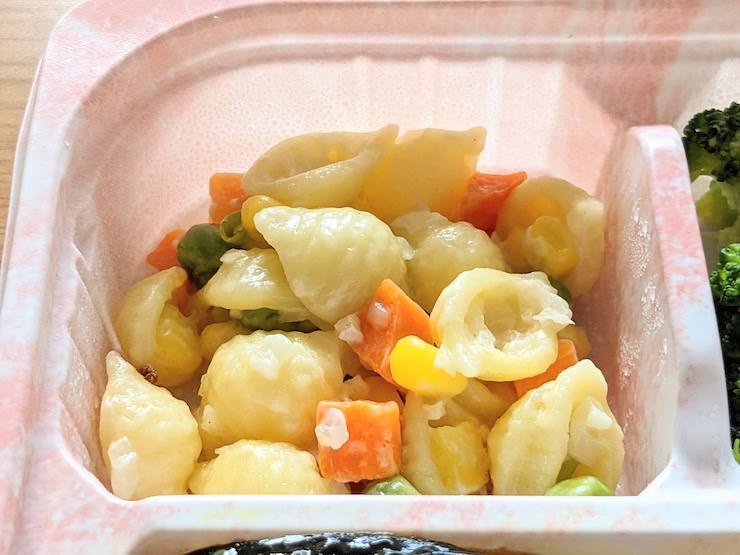 野菜とマカロニの和え物